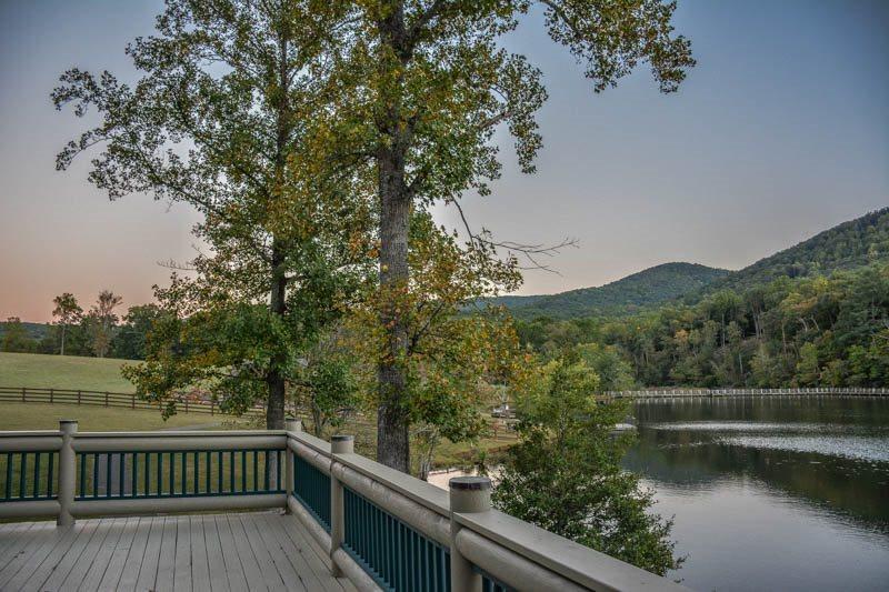 Falling Waters Lodge: Ellijay, Georgia - Camp Native