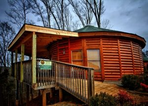 Just Hangin' Around Cabin: Sevierville, Tennessee